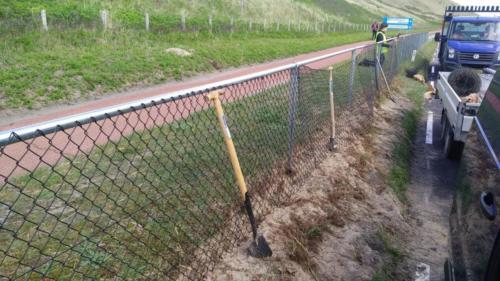DiMa vervangt hek langs weg 1